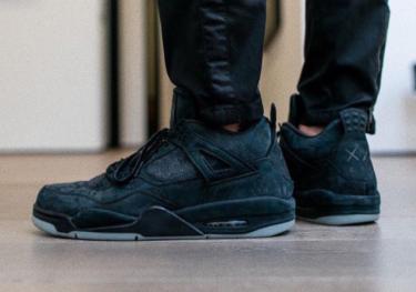 """2017年11月27日(月) カウズ x ナイキ エアジョーダン4 """"ブラック""""発売(KAWS x Nike Air Jordan 4 Black、930155-001)"""