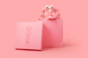 """2019年4月9日(火) カウズ BFF プラッシュ ピンク 発売(KAWS BFF Plush """"PINK"""")"""